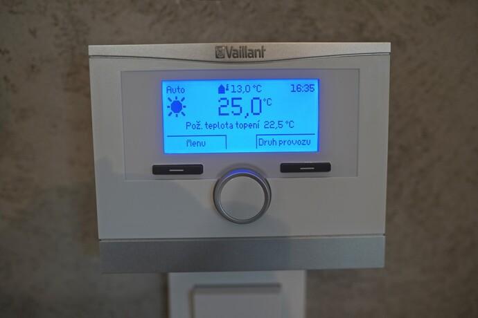 Důležitým doplňkem systému, zajišťujícím spokojenost majitele tepelného čerpadla, je regulace Vaillant multiMATIC 700.