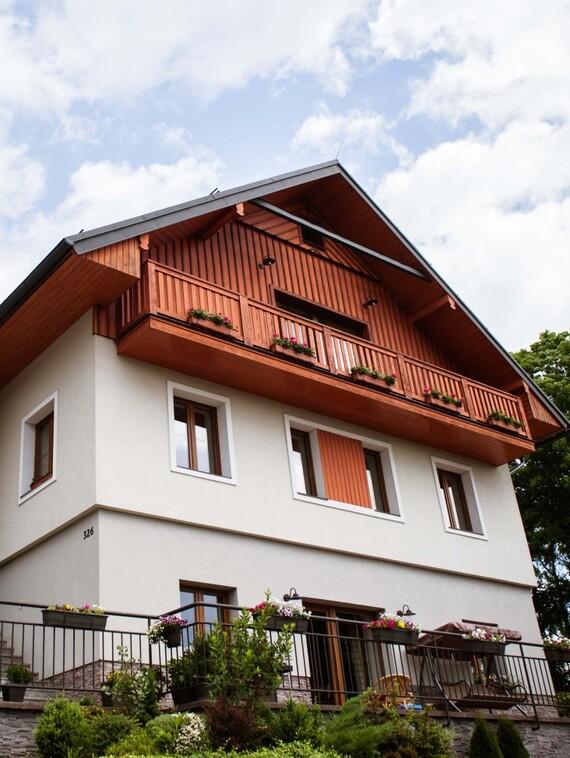 https://www.vaillant.cz/images/reference/rodinne-domy/rd-a-penzion-janske-lazne-001-833441-format-3-4@570@desktop.jpg